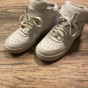 Size 7Y Air Force 1 mid rise bike shoes